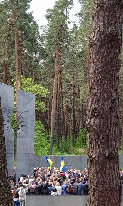 """На території Національного історико-меморіального заповідника """"Биківнянські могили"""" відбулося вшанування до Дня пам'яті жертв політичних репресій."""