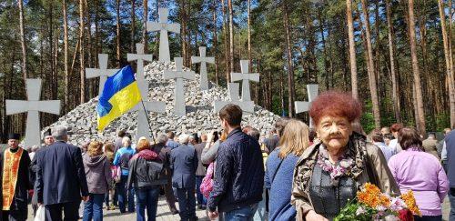 """На території Національного історико-меморіального заповідника """"Биківнянські могили"""" відбулося вшанування до Дня пам'яті жертв політичних репресій"""